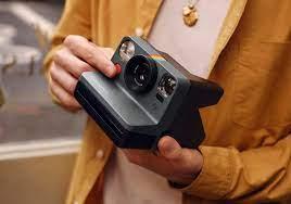 Polaroid, lo sviluppo immediato della foto come negli anni '70