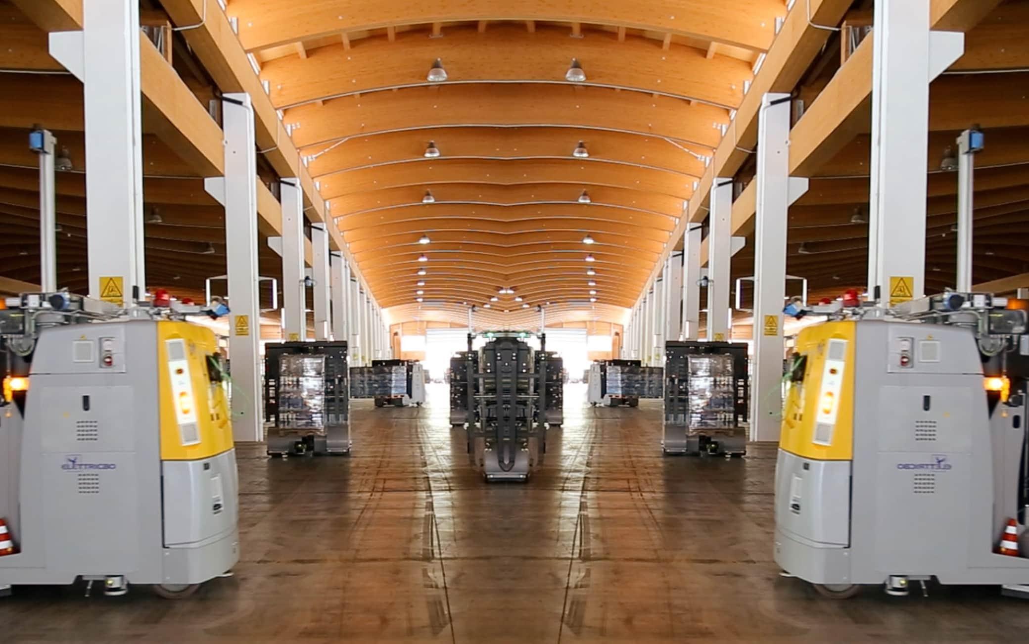 Tutte le merci dello stabilimento sono movimentate attraverso un sistema di robot a guida laser