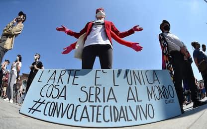 Torino, protesta dei lavoratori dello spettacolo in piazza Castello
