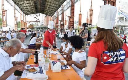 Coronavirus Torino, pazienti e medici della 'brigata cubana' in festa