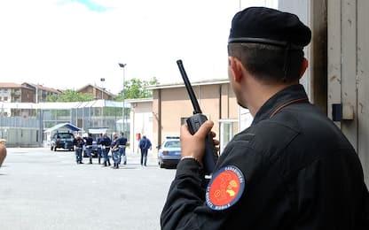 Migranti, tensioni al Cpt di Torino: carabiniere ferito, due arresti