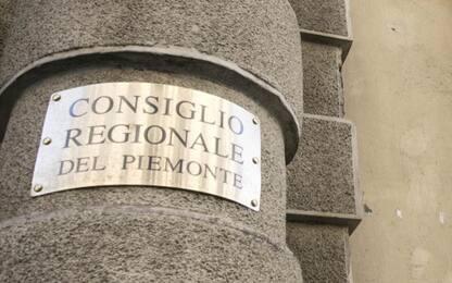 Covid Piemonte: uno per famiglia in negozi, divieto aree sport e gioco