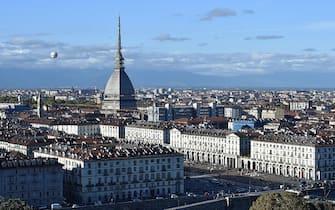 Dopo le forti piogge torna a splendere il sole con temperatura primaverile a Torino, 30 ottobre 2018. ANSA/ ALESSANDRO DI MARCO