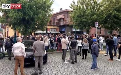 Covid Chivasso, folla davanti a torteria posta sotto sequestro. VIDEO