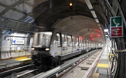 Torino, tentano di rapinare un ragazzo fuori dalla metro: arrestati