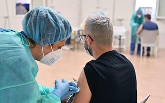 Apertura hub vaccinale last minute presso l ospedale temporaneo  al parco Valentino, Torino, 4 giugno 2021 ANSA/ ALESSANDRIO DI MARCO