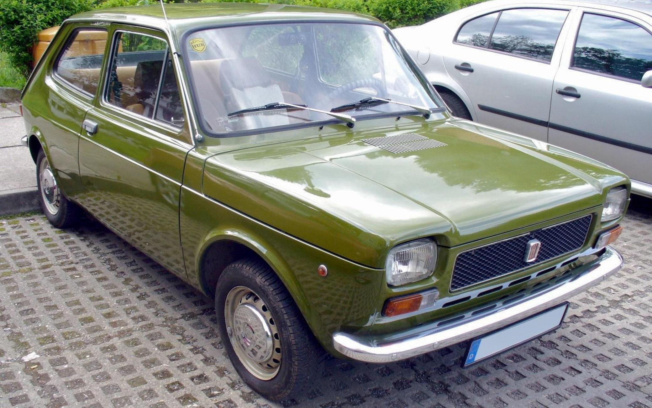 Una Fiat 127,  l'automobile spaziosa dentro e piccola fuori, brillante e sportiva, rimasta in produzione nelle molteplici versioni per 16 anni. La 127, prodotta in oltre cinque milioni di esemplari, ha rappresentato nella storia della Fiat una tra le vetture di maggiore successo, 17 giugno 2021.