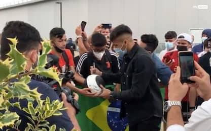 Juventus, Kaio Jorge è atterrato a Torino: visite e foto con i tifosi