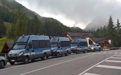 Migranti, in corso sgombero ex dogana Claviere in Alta Val di Susa