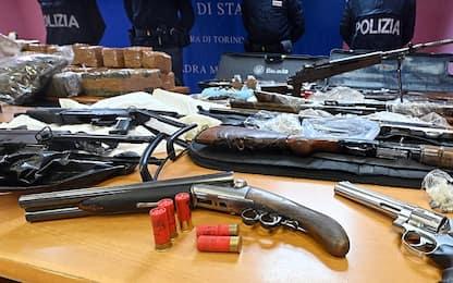 Torino, armi d'assalto e 54 chili di droga in garage: arrestato 31enne