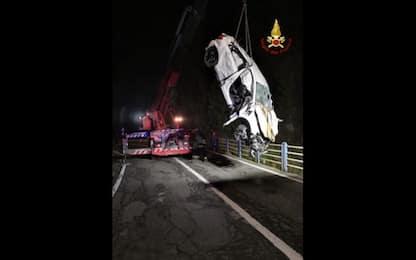 Brossasco, auto fuori strada: due morti e tre feriti