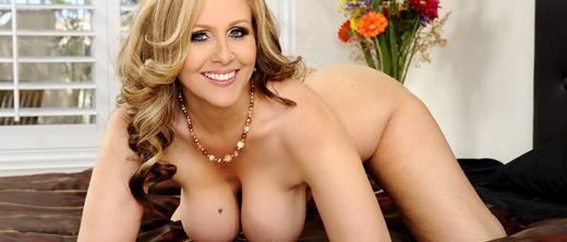 julia-ann-big-boobs