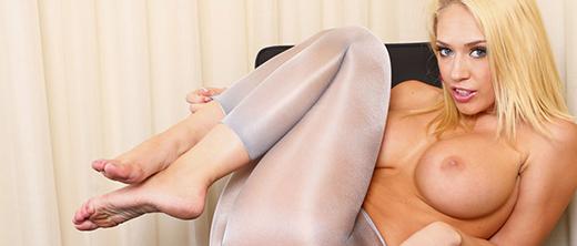 kagney-linn-karter-in-topless