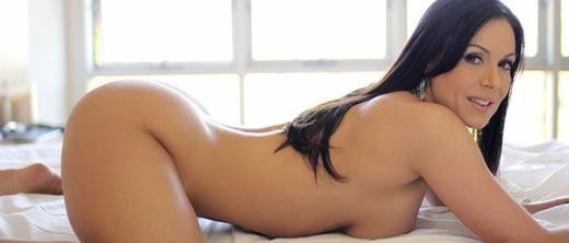 kendra-lust-nuda-sul-letto