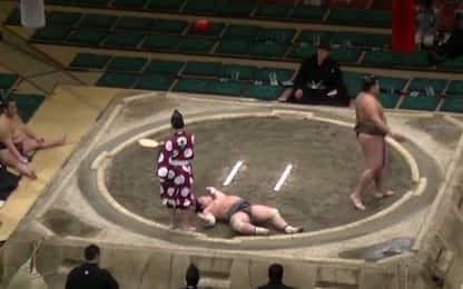 Sumo, clamoroso: l'avversario ko con un solo colpo