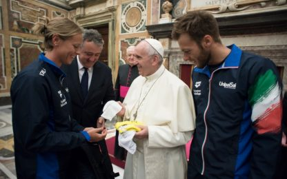 I campioni del nuoto fanno visita a Papa Francesco