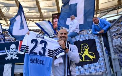 """Veron, maglia sotto la curva: """"Sempre forza Lazio"""""""