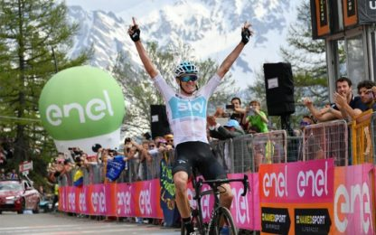 Giro, eroico Froome: fuga, vittoria e maglia rosa