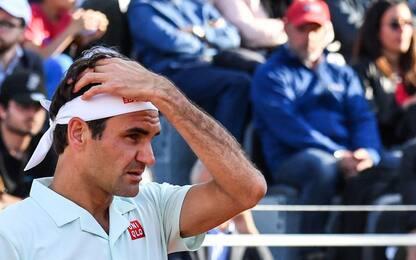 Roma: problema alla gamba, si ritira Federer