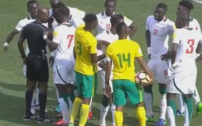 Fifa, arbitro radiato: falsò Sudafrica-Senegal