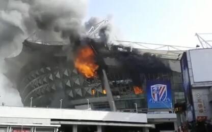 Cina, incendio allo stadio dello Shanghai Shenhua