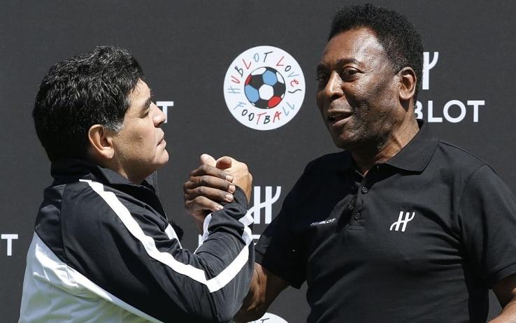"""Morte Maradona, le parole di Pelè: """"Un giorno giocheremo insieme ..."""
