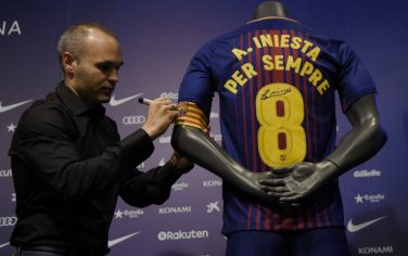 iniesta_firma_getty