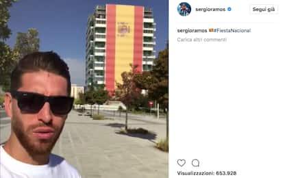 Ramos, orgoglio spagnolo davanti a maxi bandiera