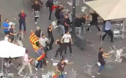 Barcellona, rissa ultras durante la manifestazione