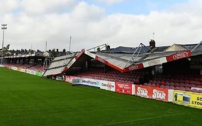 Uragano Ophelia colpisce, crolla tetto stadio Cork