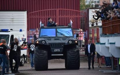 Maradona arriva a Brest: presentazione da re