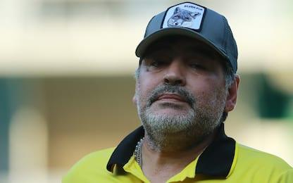 Maradona, prima balla poi zoppica: è artrosi