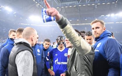 Crisi Schalke, tifosi tolgono fascia al capitano