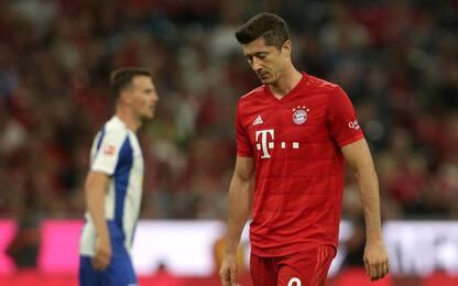 Lewa non basta, il Bayern parte con un pari: 2-2