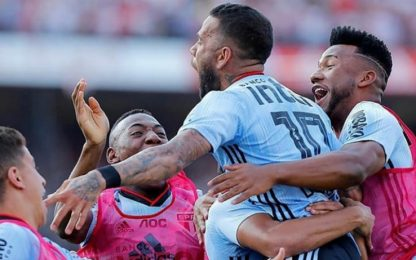 Alves, che esordio: segna e il San Paolo vince