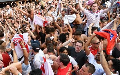 Tifosi Inghilterra ubriachi, niente stadio a Praga
