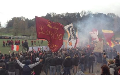 Roma, la Sud va a Trigoria per caricare la squadra