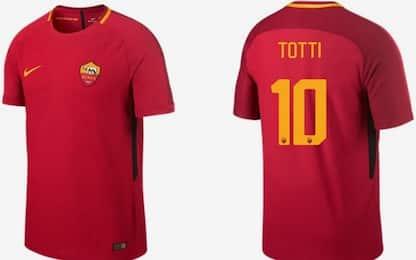 Roma, ecco la nuova maglia: l'ultima di Totti