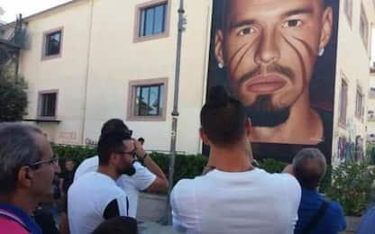 """Napoli, Hamsik visita il """"suo"""" murales"""