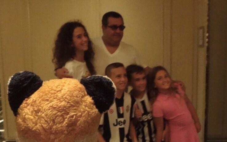 Raiola nell'hotel della Juventus a Miami (fonte Instagram @thetravelingmrfox)