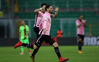 Palermo in fuga, Bari a -3. Colantuono: debutto ok