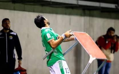 Tifosi contestano, Abreu scaglia contro un tavolo