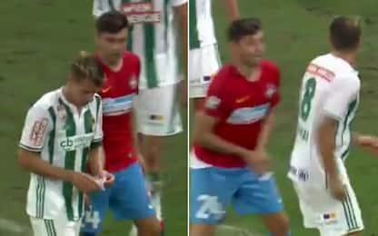 """Pizzino"" all'avversario? Rusescu glielo ruba"