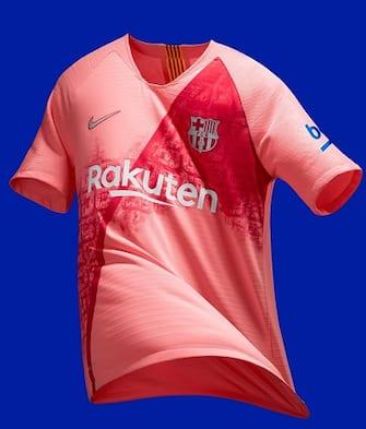 Rosa con i tetti cittadini, il Barcellona svela la terza maglia ...