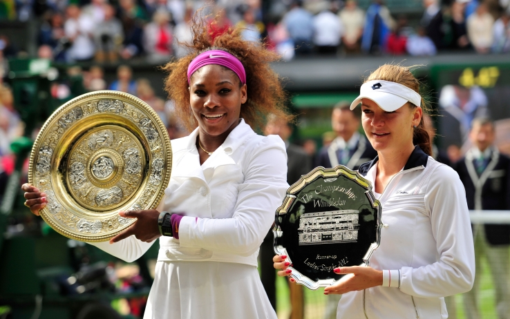 Serena Williams e Agnieszka Radwanska dopo la finale di Wimbledon 2012 (getty)