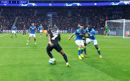 Koulibaly spinge... Mario Rui su Mbappè! VIDEO