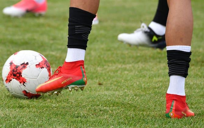 Piedini e piedoni: che numero di scarpe portano i calciatori
