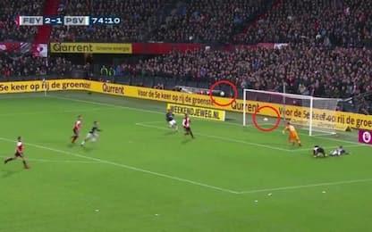 Olanda, due palloni in campo: la curva evita gol