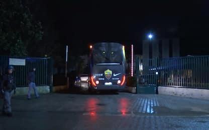 Roma contestata: insulti e oggetti contro il bus