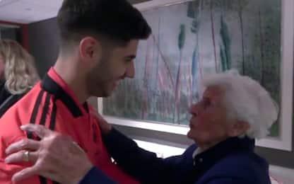 Asensio, emozionante abbraccio con la nonna. VIDEO